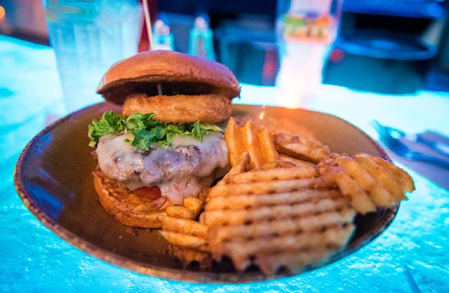 Hambúrguer - comer em Disney Springs