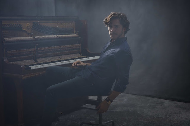 Jack Savoretti Announces New Album 'Singing To Strangers'