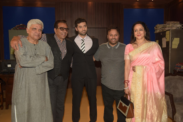 3. Javed Akhtar, Dharmendra, Utkarsh Sharma, Anil Sharma and Hema Malini during Mahurat ceremony  of the film GENIUS