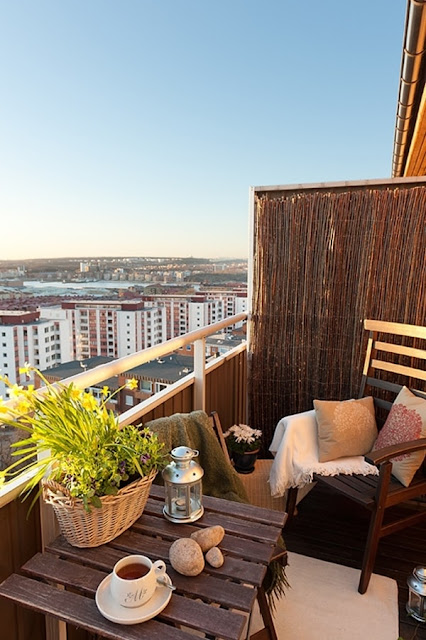 Ideas For Decorating Small Balconies 15