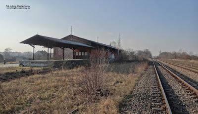 Kędzierzyn-Koźle Zachodnie, budynek magazynowy i rampa