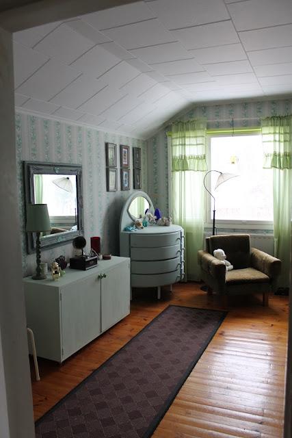 makkari, makuuhuone, huonekalut, kalkkimaali