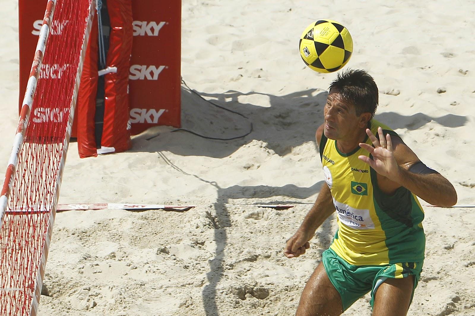 Brasil A sai na frente na luta pelo bicampeonato no III Mundialito de  Futevôlei 4x4 09d301b9d9c3e