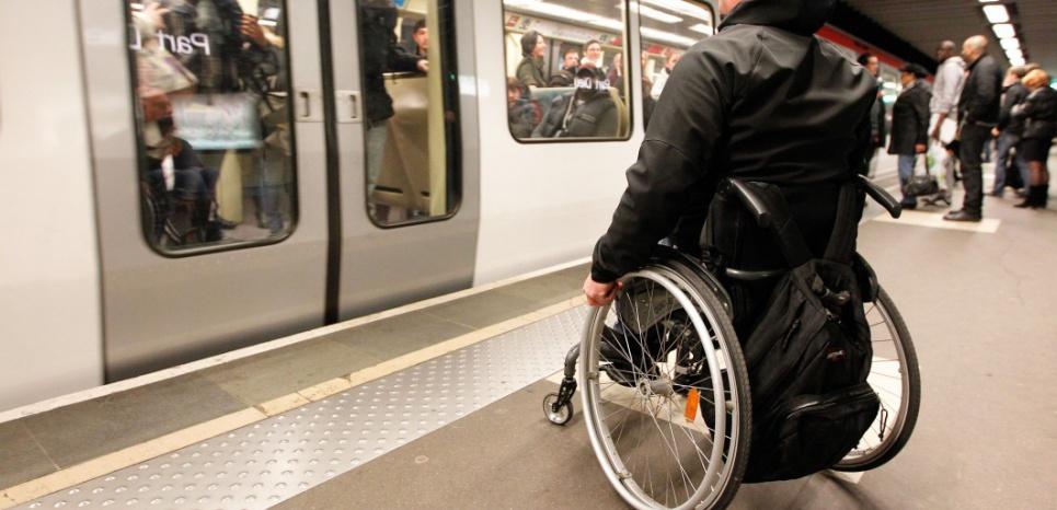 Rampes daccès mobiles pour PMR accessibilité Handicap ERP