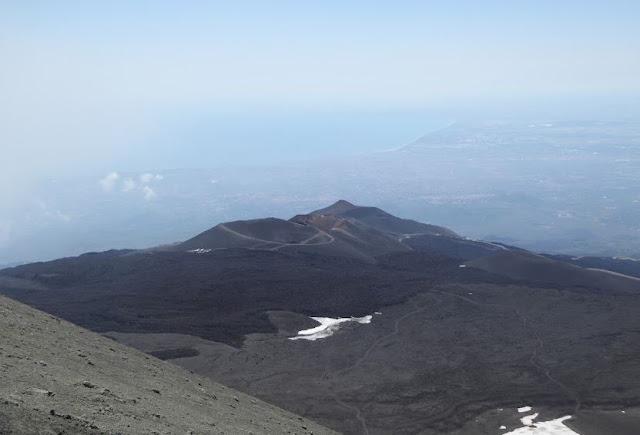 la discesa verso la torre del filosofo e i crateri del 2002-2003