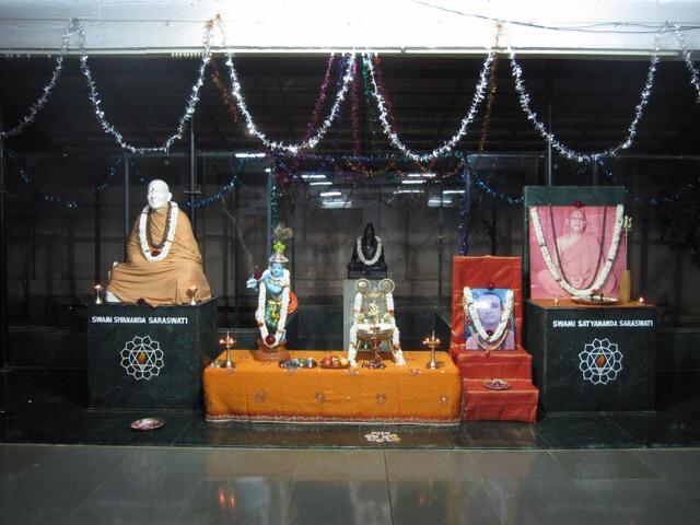 Atma Darshan Yoga Ashram Gurus