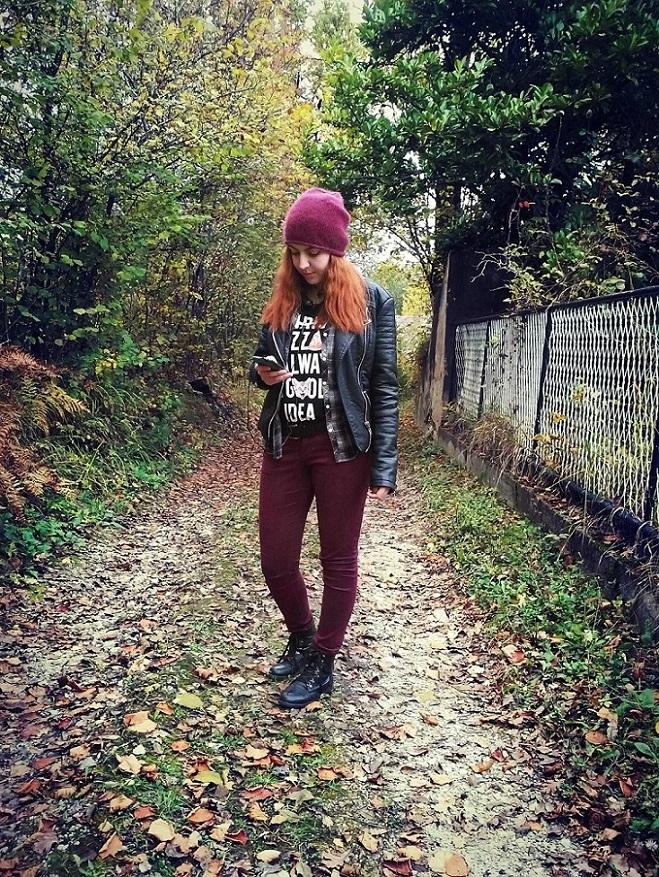 jesenski outfit, autumn outfit, grunge, burgundy, forest, šuma