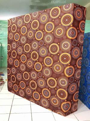 Kasur inoac motif minimalis roda coklat