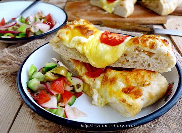 Peynirli Pide / #Turkish #pita bread with cheese topping Serve with Çoban salata   Çitra's HOme Diary. #çobansalatası #saladrecipe #turkishfood #turkishpide #cheesepide #peynirlipide #resepmasakanturki #turkishpide #pitabread