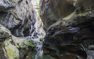 http://www.teluklove.com/2017/02/pesona-keindahan-wisata-hidden-canyon.html