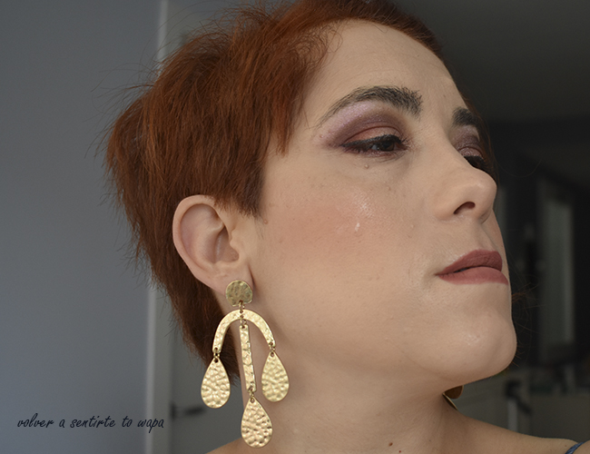 Maquillaje luminoso en tonos borgoña con productos de Primark