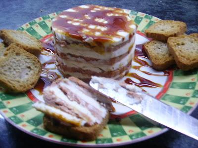 Milhojas de foie de oca y queso de cabra a la miel de caña