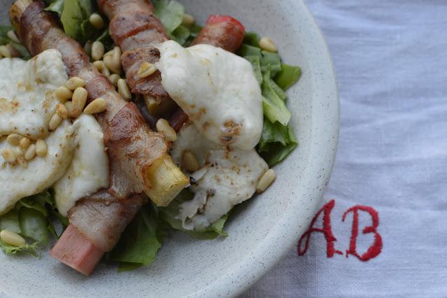 salaatti raparperista ja vuohenjuustosta