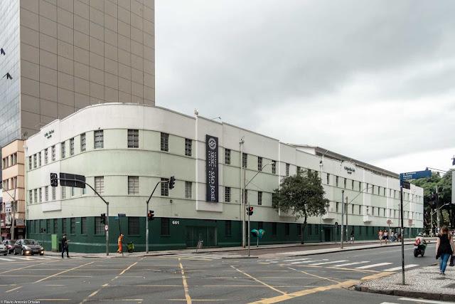 Colégio São José vista das fachadas da Rua Emiliano Perneta e Largo Alfredo Parodi
