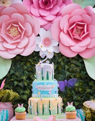 Flores gigantes en cartulina adorno festejos infantiles