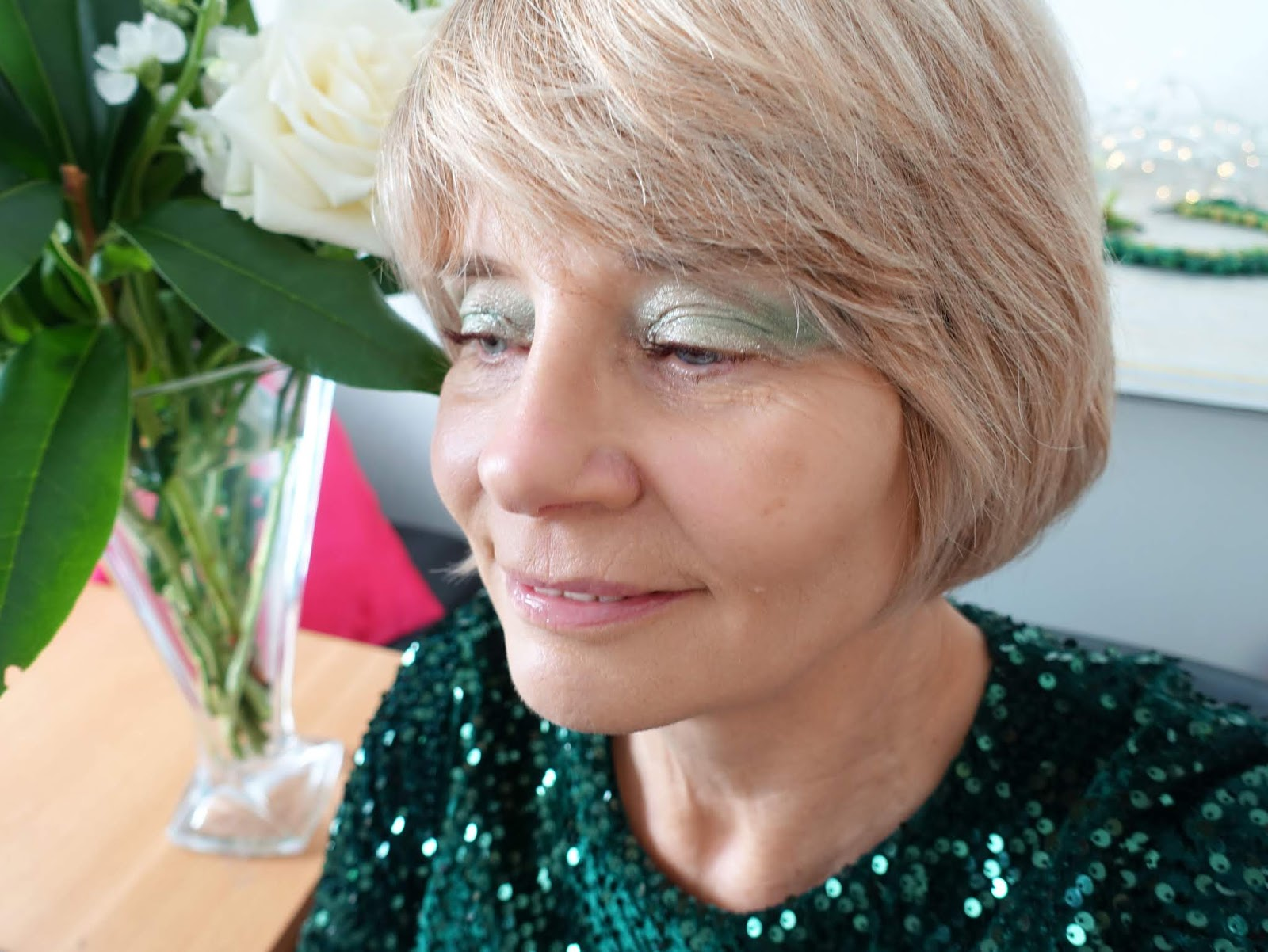 Over 40s blogger Gail Hanlon shows off green eye lids created with the Huda Beauty Emerald Obsessions eyeshadow palette