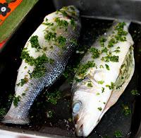 Branzino al cartoccio, ricetta di mare Cucina per caso con Amelia