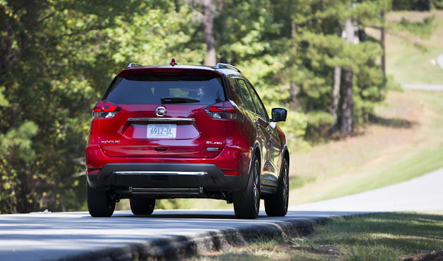 Rear 7/8ths view of 2017 Nissan Rogue Hybrid