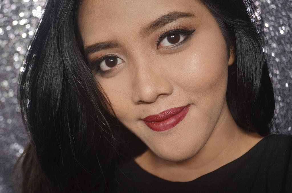 Makeover Ultra Hi Matte Lipstick 015 Fame Fatale