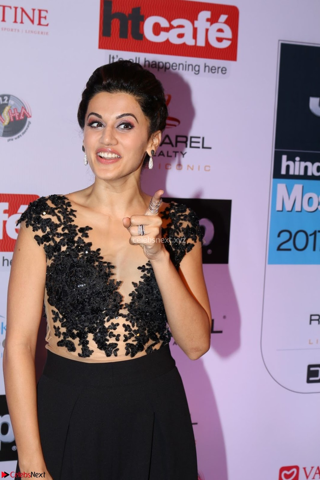 red carpet of most stylish awards 2017 ~ taapsee pannu in black