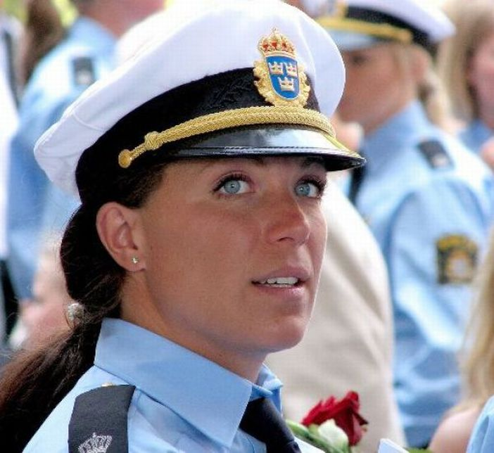 Laugh Gags: Attractive female police officers