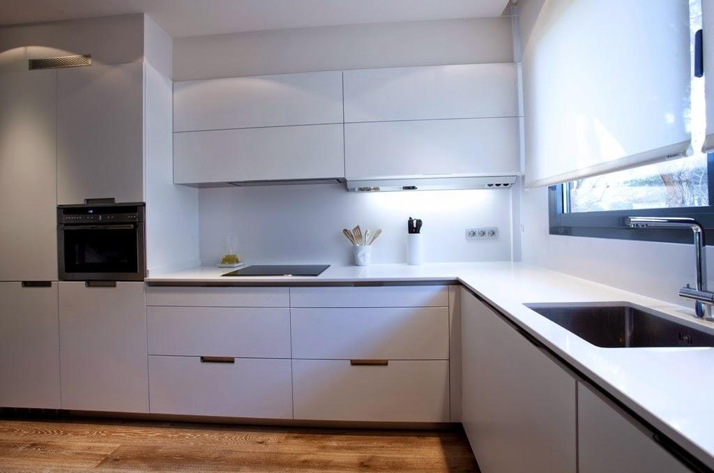 La cocina semiabierta una ventajosa elecci n cocinas - Cocinas con frigorifico americano ...