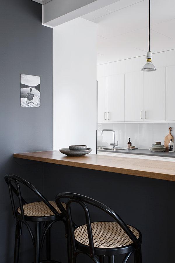 Bar de cuisine avec chaises bistrot