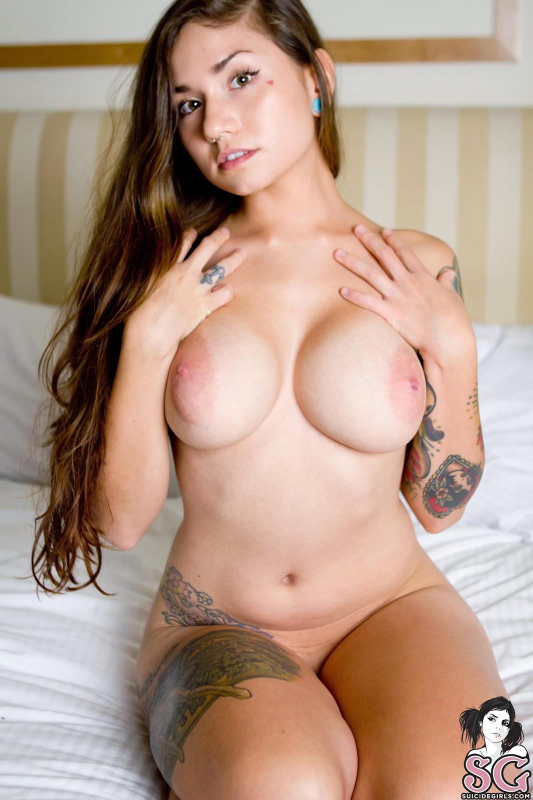 Ellia Suicide Nude