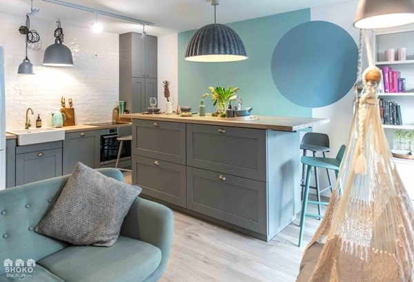 Fashionable Colors in a Charming Apartment 1