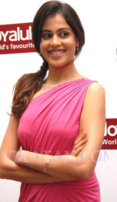 Indian Celebs Pics: Genelia hot in pink dress