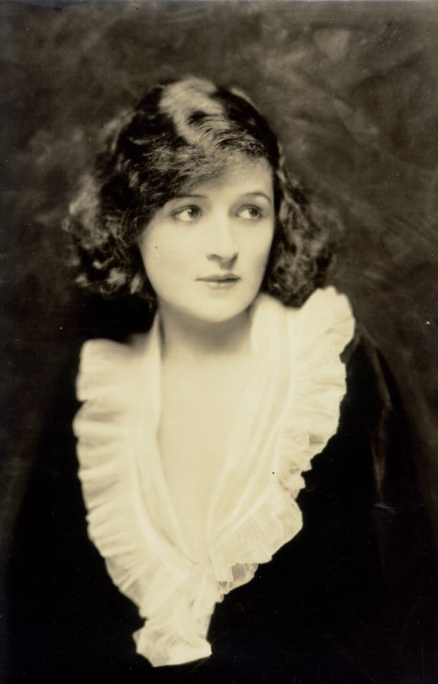 Love those classic movies in pictures billie burke for Classic love pictures