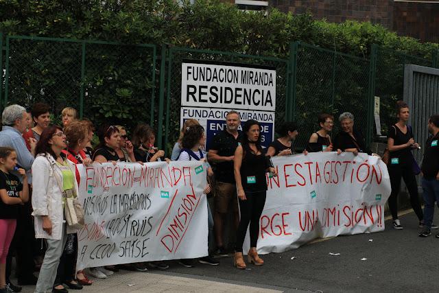 Protesta de trabajadores de la Fundación Miranda