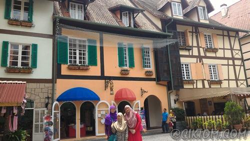 Cantik2 dan colourful bangunan kat sini. Oh betapa kerdilnya diriku. huhu...