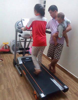 Máy chạy bộ điện cho trẻ.