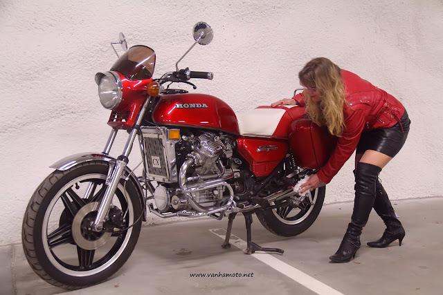 Viivi, nahkatakki, nahkahame, reisisaappaat, Honda CX, Viivi II - Suomen tunnetuin yksittäinen moottoripyörä?