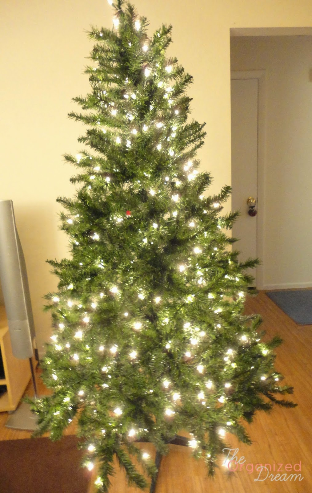 Christmas Tree With Mesh.How To Decorate A Christmas Tree With Wide Mesh Ribbon The
