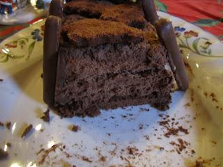 Bûche régressive chocolat noisette entaméé