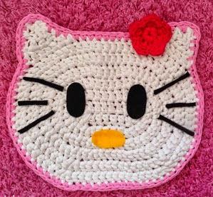 http://www.artedetei.com/2014/05/alfombra-hello-kitty-de-trapillo.html
