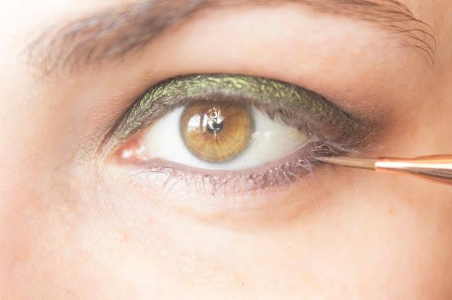 Макияж глаз с зелёным акцентом: шаг 4