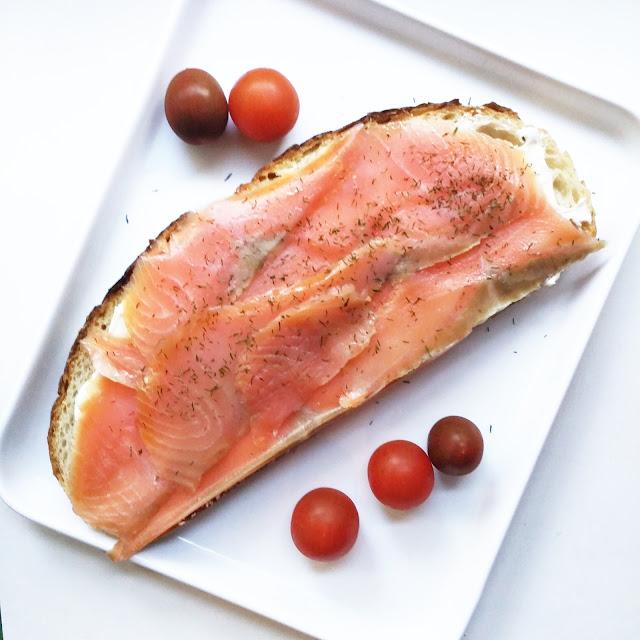 tostada de Salmón ahumado