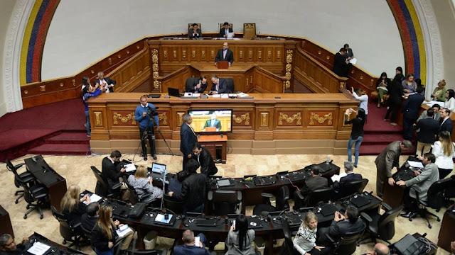 Colectivos chavistas irrumpieron en el Parlamento de Venezuela