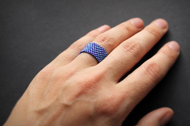 купить Тёмно-синее женское кольцо из бисера интернет магазин бисерных изделий