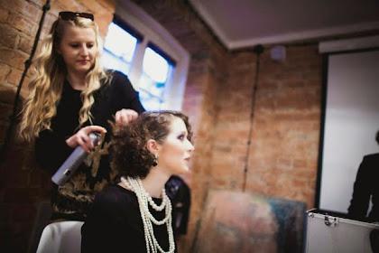 """Noc Muzeów 2014 - modne fryzury z minionych epok z """"Fryzjerstwo PJ"""" - zdjęcie"""