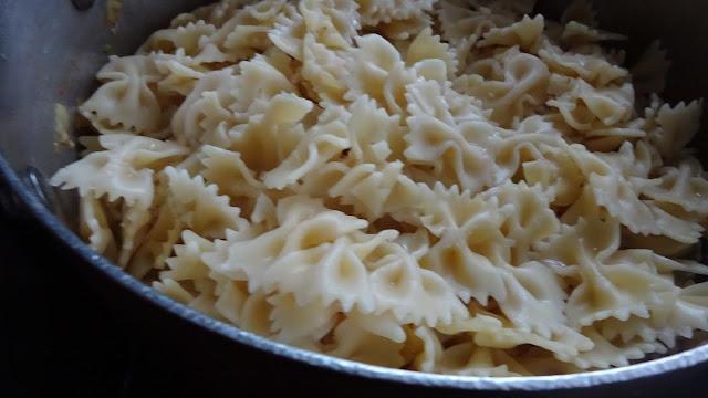 pasta-primavera-boiled-bowtie-farfalle-vegetables-vegetarian-