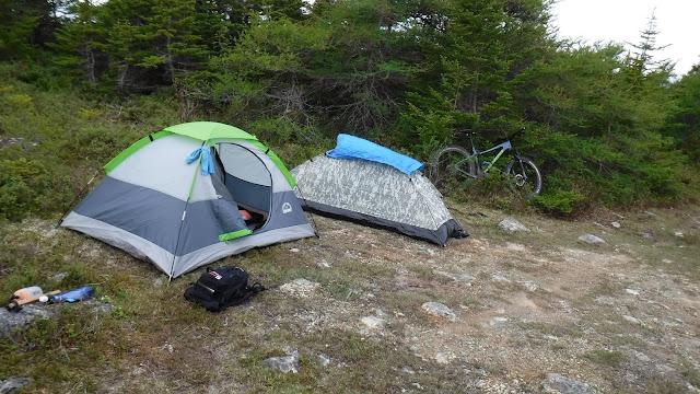 Arkel Rollpacker 25 bikepacking camp