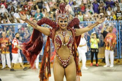 Viviane Araújo é rainha de bateria do Salgueiro — Foto: Marcos Serra Lima/G1