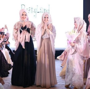 3 Tips Istiqomah Berhijab Ala Artis Risty Tagor Yang Bikin Adem