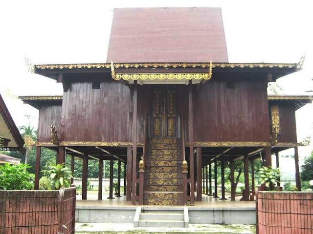 Gambar Rumah adat Panggung Kalimantan Selatan