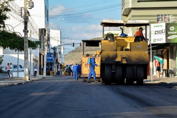 Ruas do centro de Santa Cruz do Capibaribe seguem sendo asfaltadas