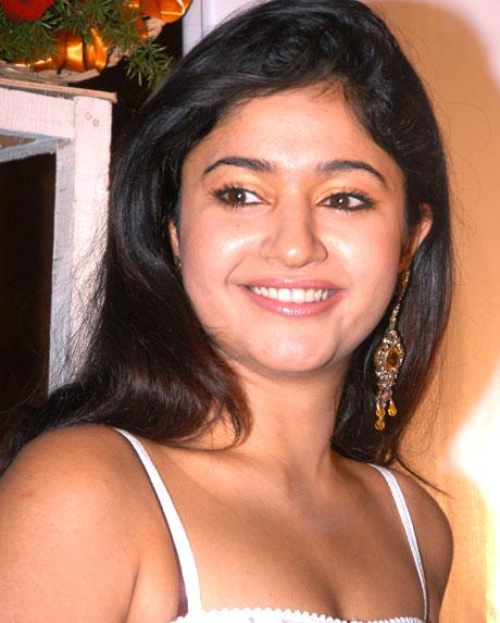 Hot Poonam Bajwa